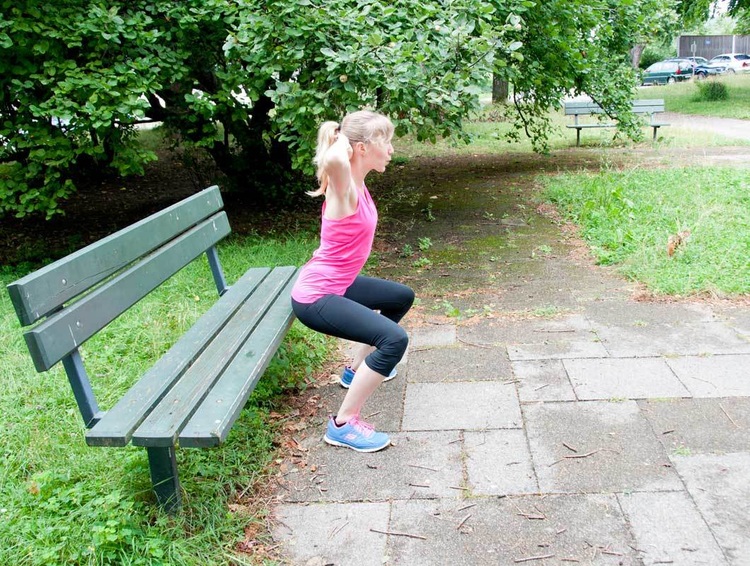 Outdoor Workout Squats für schlanke Beine
