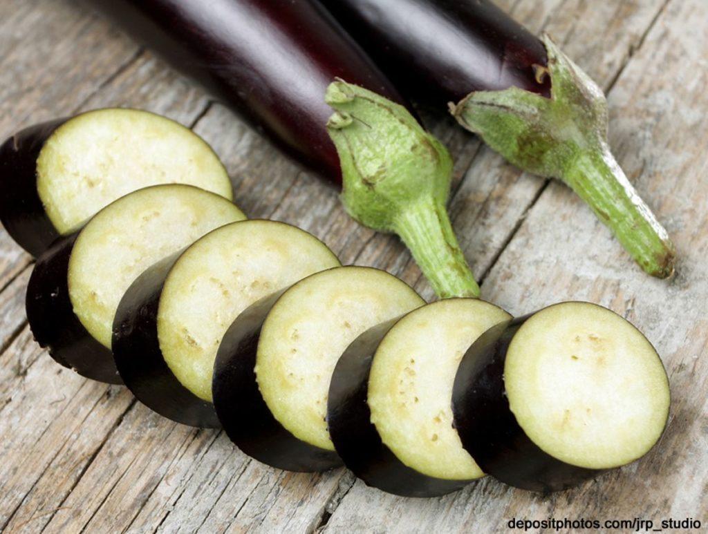 Lebensmittel mit wenig Kalorien: Aubergine, Melanzani