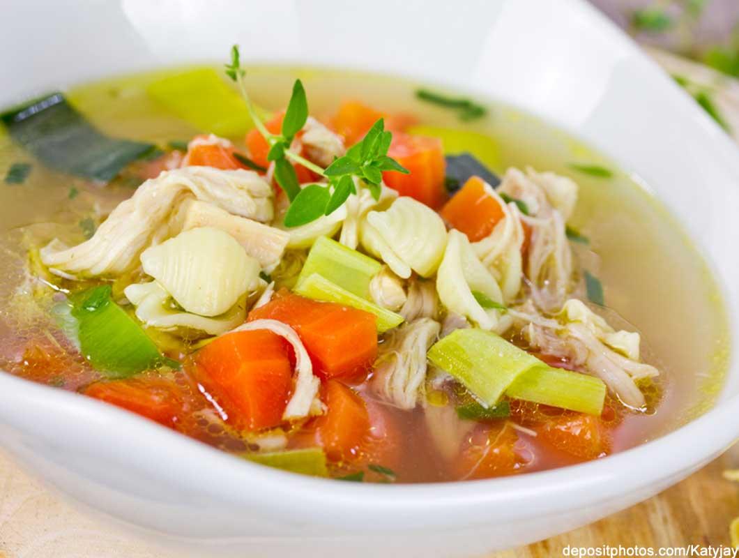 hausmittel-gegen-erkältungen-suppe