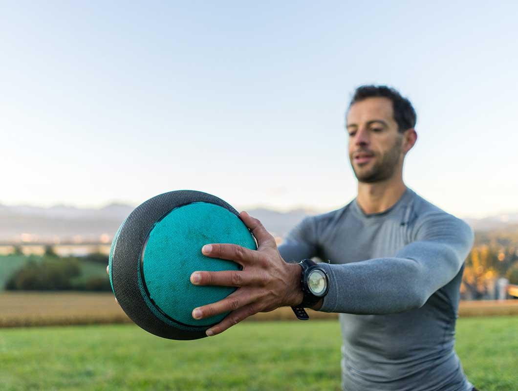 Skisaison Workout Arme Medizinball