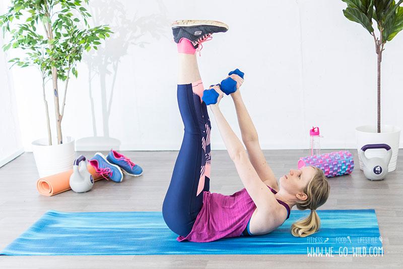 Das Heben von Gewichten hilft, die Arme schlanker zu machen