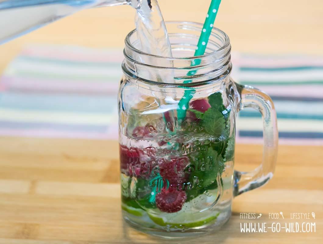 Detox-Wasser Himbeeren Limette Minze