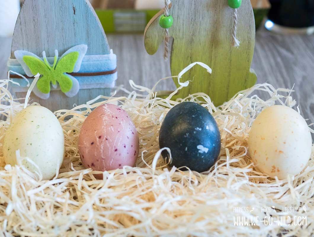 Ostereier natürlich färben: Bunte Eier mit Kräutern, Schalen und Gemüse