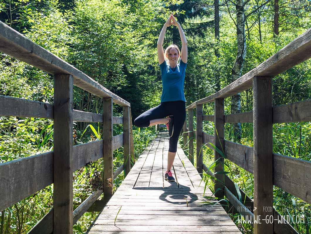 Outdoor Workout Yoga Stellung Baum