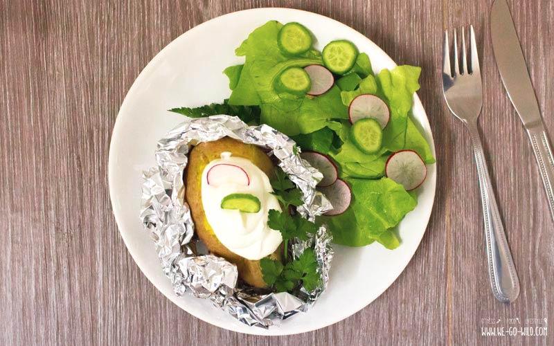 Folienkartoffel aus dem Ofen mit Quark