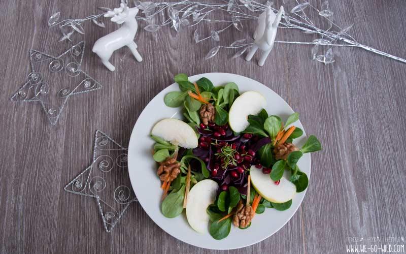 Salat mit Granatapfel für ein vegetarisches Weihnachtsessen