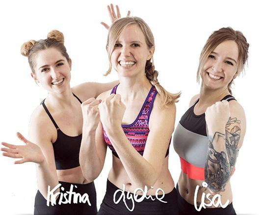 Foto von Kristina, Lydia und Lisa aus der We Go Wild Fitness Redaktion, die den Bauch weg Trainingsplan mit Experten entworfen haben