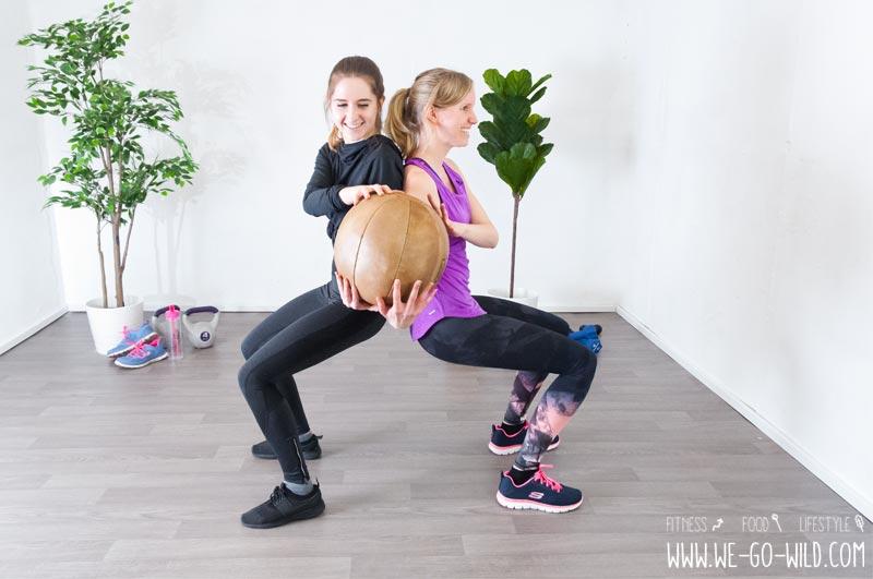 Medizinball Übungen zu zweit