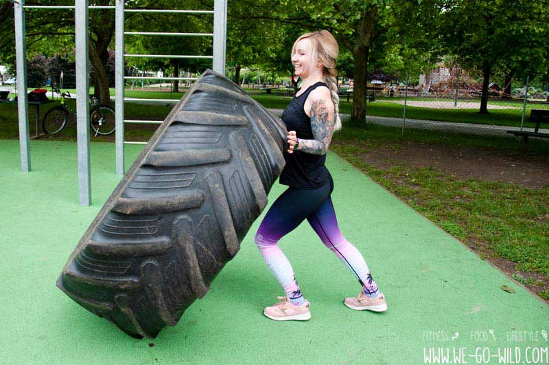 Calisthenics Übungen - großen Reifen umwerfen als Frau