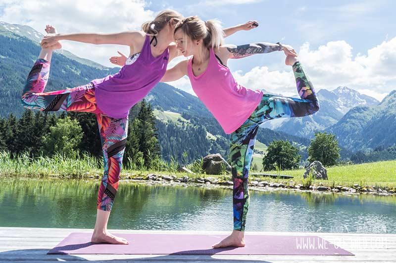 Yoga Übungen zu zweit Partner Workout