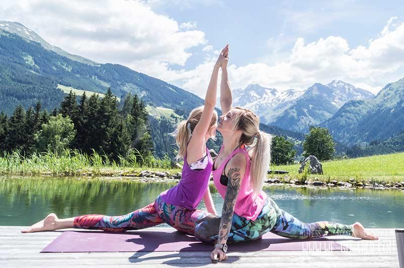 7 Wunderbare Yoga Ubungen Zu Zweit Asanas Fur Anfangerinnen