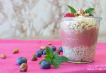 Quinoa Porridge mit Beeren und Nüssen