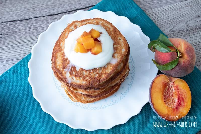 Schnelle Quark Pancakes Ohne Zucker Mit Pfirsichkompott