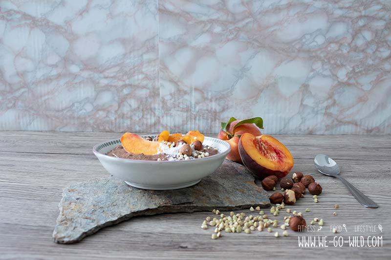 Buchweizen Prridge mit Schokolade und Pfirsich