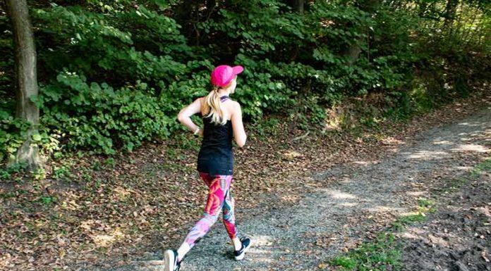 Fitness Outfit Frauen Herbstlauf
