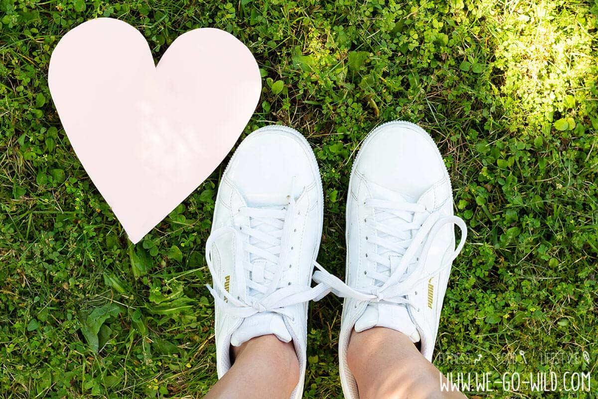 Weiße Sneaker reinigen: 9 geniale Methoden WE GO WILD